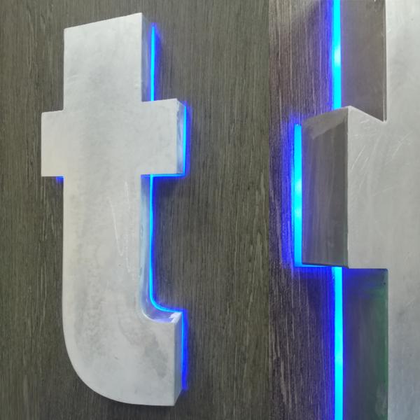 LETTRE BOITIER rétro-éclairé Relief Alu et face Alu en 2mm - 30 hauteur 50cm et relief 70mm d'ep